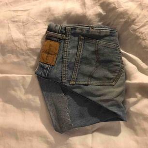 skitsöta jeansshorts, perfekta till i sommar! säljer då de tyvärr blivit för små:( möts upp i stockholm💞