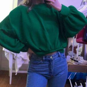 Snygg croppad grön tröja från pull&bear💚