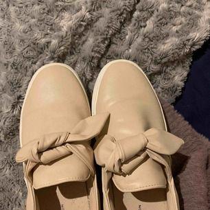 Nästintill oanvända skor från Zara