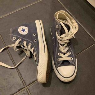 Säljer dessa nästintill oanvända converse! Kommer aldrig till användning! Super stilrena och snygga! 💜
