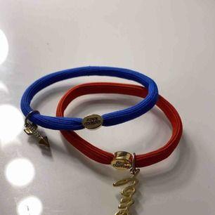 Snygga tofsar/ armband från juicy couture! 150 kr för båda!!