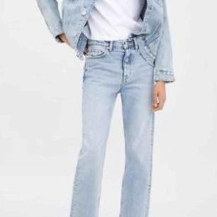 Snygga raka jeans fr zara, använda ca 3 ggr, köpte de avklippta!