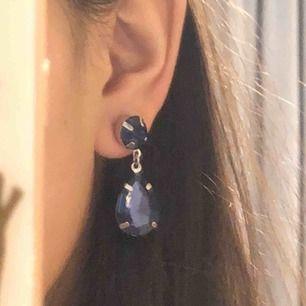 Öronhängen! dessa öronhängen är så fina. men kommer tyvärr inte till användning. köpta för 60kr. 30kr st!❣️