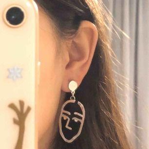 Ansikts öronhängen! säljer dessa för att dom inte kommer till användning. dom är jätte fina! ❤️