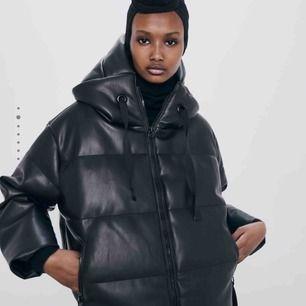 INTRESSEKOLL!! Knappt använt den populära jackan ifrån Zara, pris kan diskuteras! Passar mig som är XS-S och 162cm