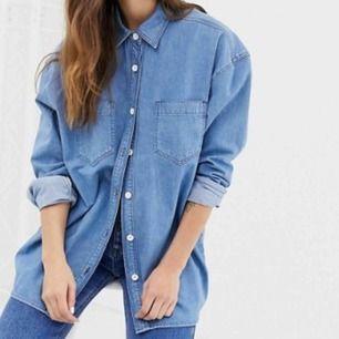 """Söker oversize jeansskjorta i vintage stil, den får gärna ha """"puffiga"""" ärmar. Skriv om du har! ;)"""