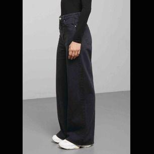 Svarta jeans från weekday i modellen Ace. Kan mötas upp i stockholm eller skicka! 🥰