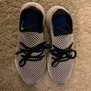 adidas Originals deerupt runner j. Storlek 43. Cond 9,5/10. Priset kan diskuteras