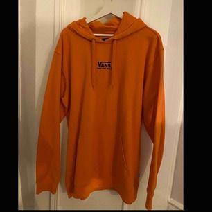 Snygg hoodie från vans. Storlek XL. använt väldig lite och är i Good skick.