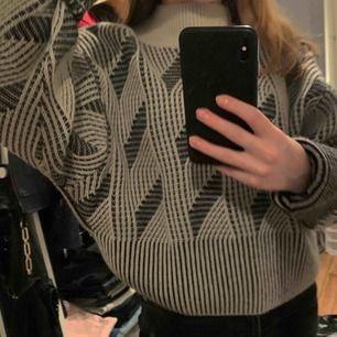 Så mysig tröja från &other stories🥰 Nypris: 890kr Mitt pris: 300kr (kan diskuteras)