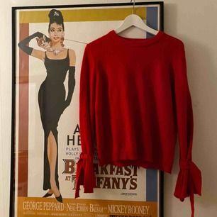 Fin röd tröja från NA-KD. Supermysig.