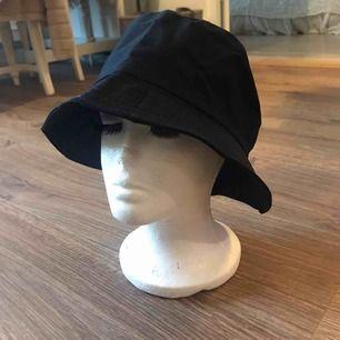 🎱 Svart bucket hat, aldrig använd (frakt kostar 20kr) 🎱