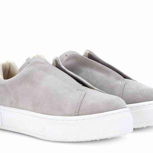 Coola Eytys skor. Helt nya ALDRIG använda för jag fick fel storlek. Priset kan diskuteras. Frakt ingår i priset!  Bra pris eftersom eftersom dem är köpte för 1700kr och aldrig använda!