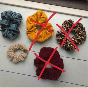 Scrunchies 18 kr inkl frakt st. Man kan välja bar en att köpa eller fler!❤️