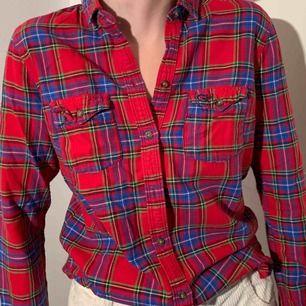 skjorta ifrån Gilly Hicks, storlek S. kan mötas upp i Ystad/Tomelilla, annars tillkommer frakt. vi tar swish och kontanter.