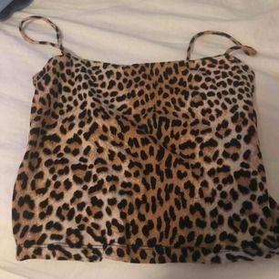 Ett fint leo linne som jag säljer för får ingen användning. Kan mötas upp i Norrtälje. Frakt: 10kr
