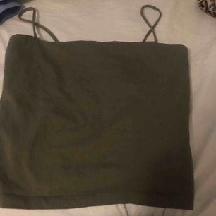 Ett fint grönt linne som jag säljer för får ingen användning. Kan mötas upp i Norrtälje. Frakt: 10kr