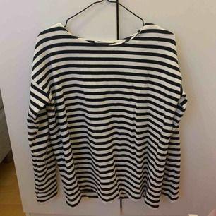 Fin långärmad tröja från HM! Är i XS men sitter som en S/M. Knappt använd!