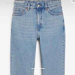Min jeans från monki i jättefint skick . Tyvärr är det för stora för mig så kan tyvärr inte ha dem är (152 cm lång)