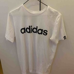 Fin t-shirt från adidas. ☺️