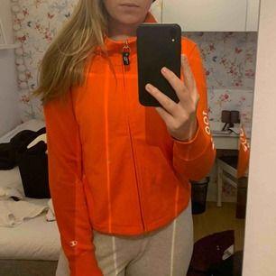 Jättesnygg orange kofta/tröja från Champion. Använd 1 gång! ☺️