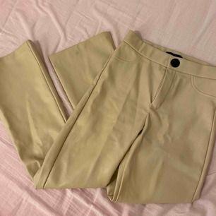 Jätte fina byxor från zara. Dom är lite för korta för mig så därför säljer jag dom.