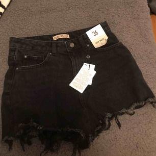 Slitna boyfriend shorts!! Skitsnygga har bara aldrig kommit till användning och behöver därför en ny ägare. Bara testade och därför med prislappen kvar. Kontakta mig om du har frågor 🌟🌟