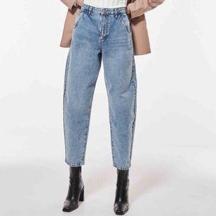 Säljer ett par helt oanvända jeans från gina tricot! Butik pris: 599kr. säljer då dem inte passar min stil. Strl 34 men jag brukar kunna ha både 36 & 34! Snygg färg & alla lappar kvar ☺️  Frakt tillkommer💓💓