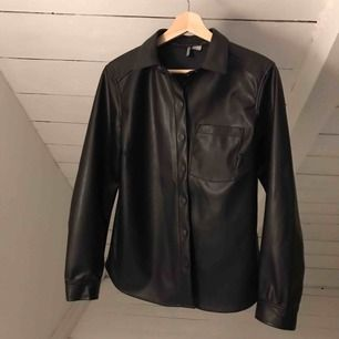 Faux skinnskjorta från H&M☠️ Köparen står för frakt⭐️