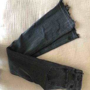 super snygga grå flare jeans från zara,  🥰💘köparen står för frakt