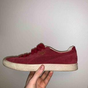 Röda skor ifrån Puma i storlek 39(25cm). Knappast använda. Köparen står för frakten! ❤️❤️