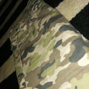 Ett par militär jeans, använda ca 5-6 gonger annars helt oanvända.