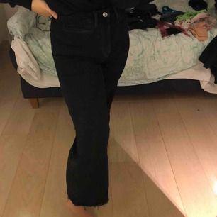 Ett år svarta jeans från hm med vita söm-detaljer. Snygga då fram fickorna är lite annorlunda:)
