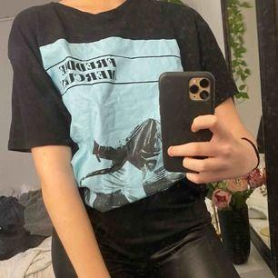 Cool t-shirt från Zara som aldrig har använts!  Frakt 36kr