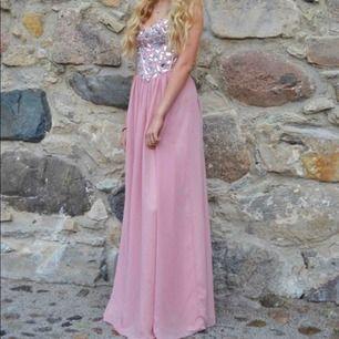 Ljusrosa balklänning endast använd 1 gång, mycket fint skick!
