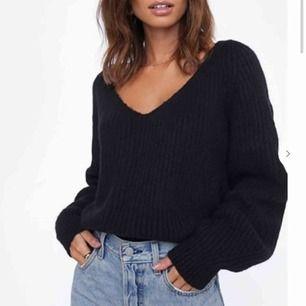 Svart stickad såå mjuk tröja från chiquelle. Sparsamt använd. Fraktar men köparen står för fraktkostnad😊