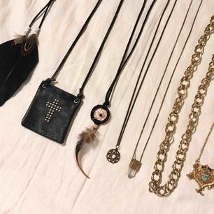 Långa halsband i guld, 30 kr/st eller köp fler för paketpris! 💸 Finns i Kalmar men kan fraktas, meddela mig för mer info, bilder osv 💸