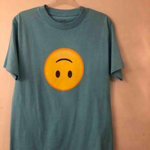 Skitsnygg äkta tröja från ASSC. Storlek s och har normal passform. 100% bomull. Endast testad. Säljer pga att den aldrig kommit till användning.