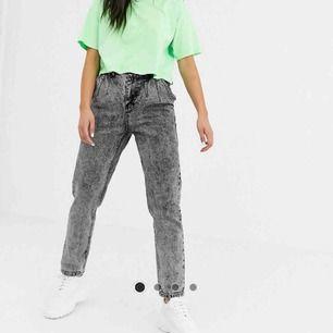 Endast testade mom jeans från Asos, lappen finns kvar men dom passade inte mig så säljer dom vidare här istället för att returerna dom! <3