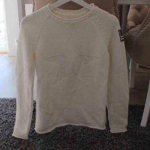 Använd endast en gång, jättefin tröja men använder den aldrig, köpt för längesedan så är slutsåld!☺️ fraktkostnad tillkommer