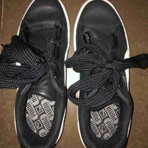 Säljer ett par riktigt snygga puma skor. Säljer pgr av att de är för stora. Använda en gång. Köpte för ca 550kr. Skriv för fler bilder etc.