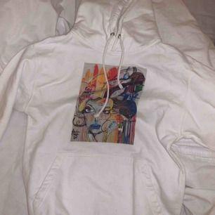 The cool elephant hoodie i storlek s 🤍 frakt tillkommer