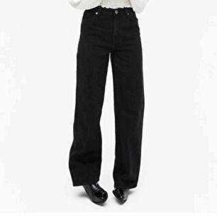 Oanvända monki jeans i modellen Yoko black jeans, köpta för 400kr