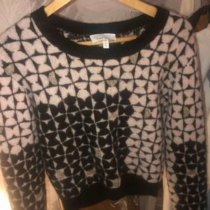 Säljer denna as snygga tröja från Other Stories.  Köptes här på plick för några dagar sedan men har inte använts då jag tyckte att den inte satt bra på mig!