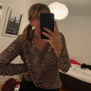 Leopard blus från Esprit i storlek 40! 🧡Frakt tillkommer