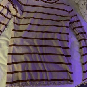 Långärmad t-shirt från Cubus! Jättefin med ränder, funkar bra under t-shirts dessutom. Xs men funkar på S också! Använd fåtal gånger så bra kvalité!
