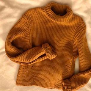 Super fin stickad tröja från H&M, passar dig som har storleken XS eller S!!🌟🌟