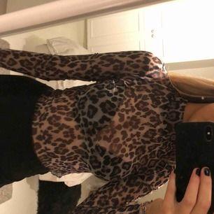 Snygg fest topp i mesh material, Leopard mönstrad💖💖
