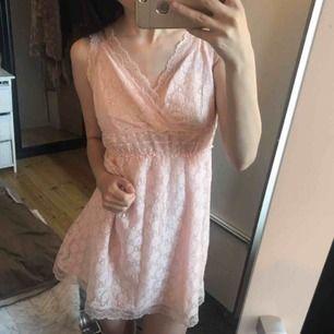Jättesöt spetsklänning 🥰 fraktkostnad tillkommer