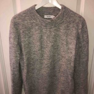 Superfin tröja från stylein, kosta 2200kr. Storlek s. Kan skicka fler bilder om önskas.